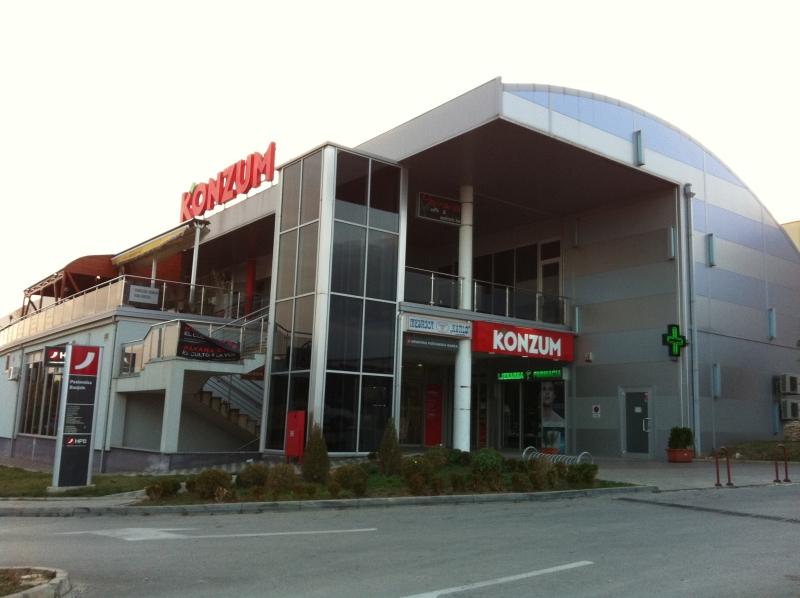 Poslovna zgrada u Banjolama
